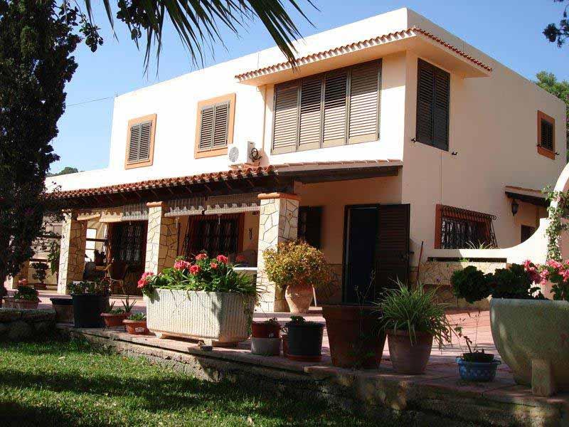Casaviva Ibiza Inmobiliaria: Casa con precioso jard�n y vistas despejadas en San Jos�.