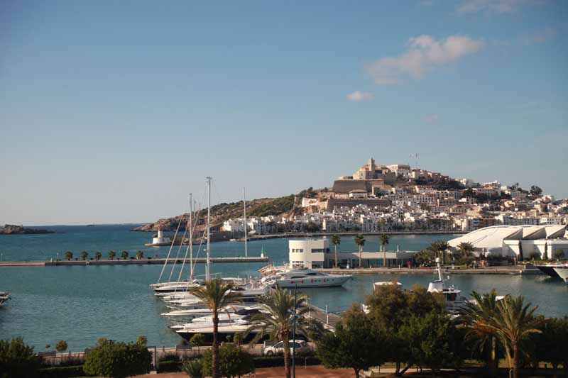 Casaviva Ibiza Inmobiliaria: Flat with front views to the marina in Marina Botafoch - Ibiza.