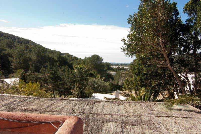 Casaviva Ibiza Inmobiliaria: Villa con vistas al mar desde el solarium situada en Salinas - Ibiza.