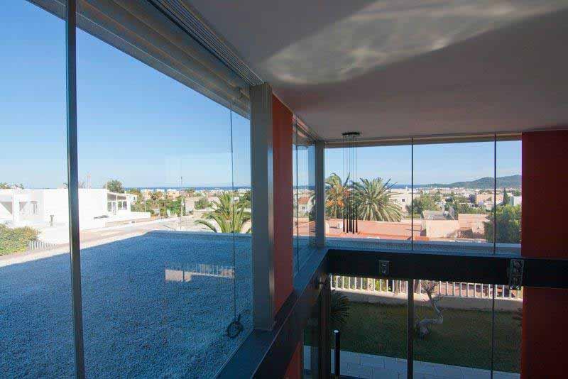 Casaviva Ibiza Inmobiliaria: Casa de estilo moderno, con vistas al mar en Sa Carroca - Ibiza.