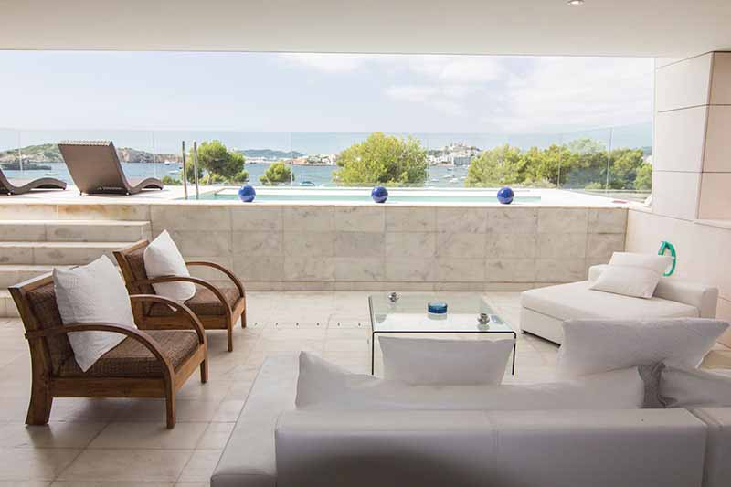 Casaviva Ibiza Inmobiliaria: Flat in sea front with views to Dalt Vila situated in Es Pouet - Talamanca - Ibiza.